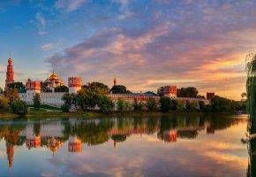 Обои Москва, Новодевичий Богородице-Смоленский монастырь, лето, Август, небо, облака, свет, отражения