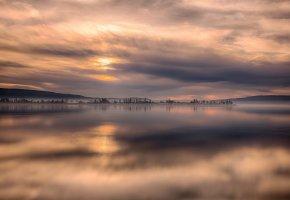 Обои озеро, горизонт, тучи, горы, тишина