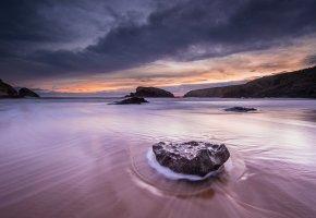 Обои море, закат, пейзаж, камни, вода, песок