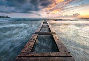 Обои океан, облака, мостик, закат, горизонт