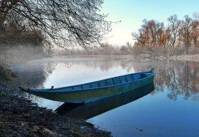 Обои река, лодка, вода, берег, деревья, осень