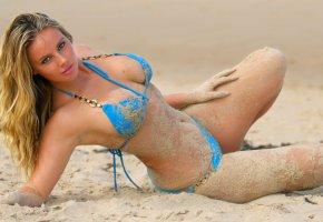 Обои пляж, блондинка, купальник, песок, грудь, фигура, глаза