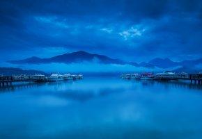 Обои море, горы, тучи, вода, причал, яхты, лодки, небо, пейзаж