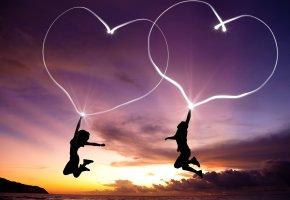 Обои сердца, любовь, прыжок, девушка, море, романтика