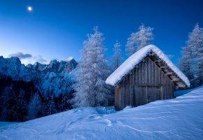 Обои зима, сугробы, сарай, мороз, горы