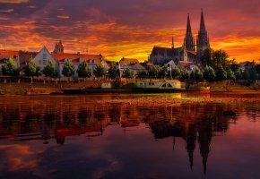 Обои германия, закат, пейзаж, река, дома, небо, облака, лодка, корабль, собор, отражение
