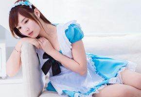 Обои азиатка, фон, платье, голубое, сидит, взгляд