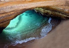 Обои океан, пляж, грот, скала, песок, вода