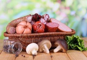 Обои корзина, колбаса, зелень, салат, перец, баночка