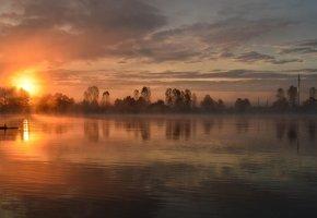 Обои вечер, озеро, деревья, закат, солнце, дымка