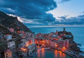 Обои Vernazza, Италия, побережье, гора, огни