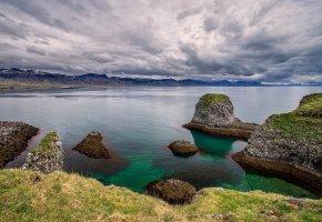 Обои исландия, небо, облака, озеро, камни, трава