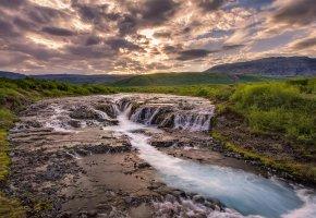 Обои пейзаж, река, трава, небо, облака