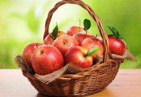 Обои стол, корзина, Яблоки, красные, фрукты