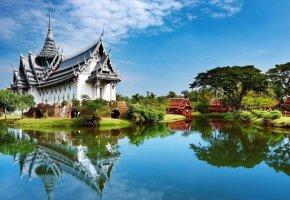 Обои пагода, озеро, вода, зелень, небо, деревья, отражение, облака, красота
