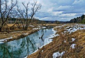 Обои весна, река, снег, трава, облака