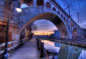 Обои филадельфия, сша, набережная, мост, вечер, канал, фонарь, отражение, арка, опора