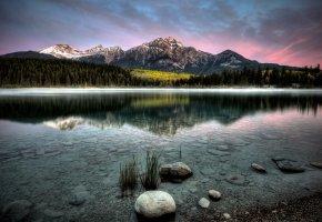 Обои озеро, горы, закат, пейзаж, камни, тишина