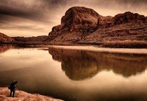 Обои гора, фотограф, отражение, река, небо