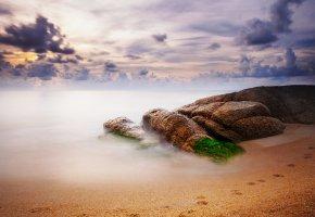 Обои песок, облака, камни, пляж, Небо, море, следы