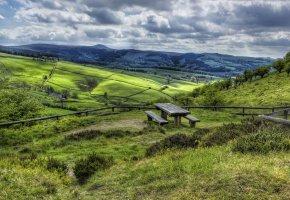 Обои Великобритания, холмы, трава, лавочки, стол, облака