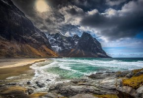 Обои Небо, берег, вода, горы, облака, пляж, песок