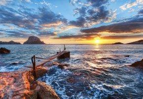 Обои море, океан, волны, берег, камни, небо, облака, вечер