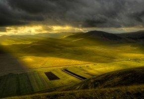 Обои утро, равнина, солнечные лучи, поля, зелень, холмы