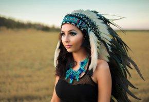 Обои головной убор, перья, девушка, бусы, племя