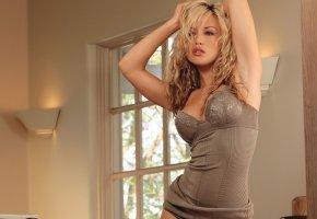 Обои блондинка, пробуждение, красивая фигурка, kayden kross