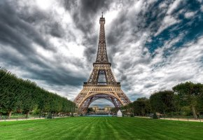 Обои эйфелева башня, париж, франция, трава, небо, облака