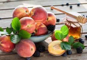 Обои персики, ягоды, мёд, фрукты, черника