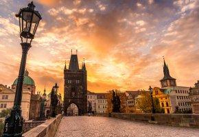 Обои скульптуры, брусчатка, мост, осень, закат, Карлов мост, Чехия, Прага