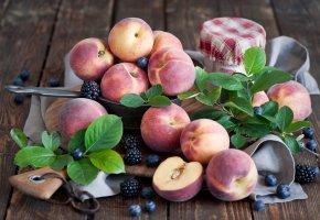 Обои персики, черника, ежевика, листики, фрукты, ягоды