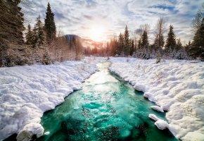 Обои Канада, река, снег, елки, солнце, облака