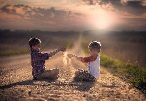 Обои дорога, простор, детство, дети, песок, солнце