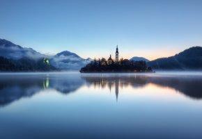 Обои озеро, остров, горы, замок, скит, туман, отражение