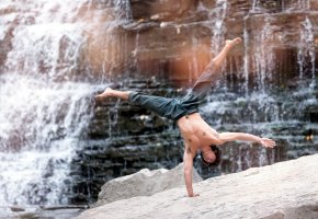 Обои водопад, танцор, michael demski, стойка, акробат