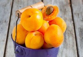 Обои Абрикосы, фрукты, ведро, фиолетовый, оранжевый