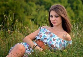 Обои Дана, лето, портрет, платье, травка