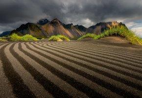 Обои пейзаж, горы, поле, облака, трава