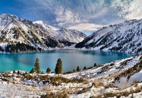 Обои озеро, горы, снег, небо, облока, зима