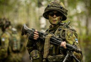 Обои оружие, солдат, амуниция, шлем, очки