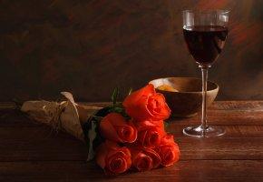 Обои цветы, букет, розы, бокал, красное вино