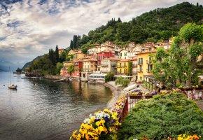 Обои Италия, город, дома, горы, озеро, цветы, деревья, природа