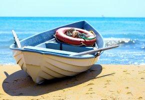 Обои пляж, берег, лодка, море, песок, шлюпка, весла, круг