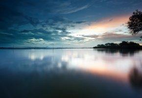 Обои Озеро, вода, гладь, берег, деревья, утро, рассвет, небо, облака