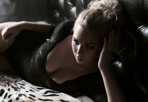 Обои бельё, девушка, чёрное, постель, блондинка