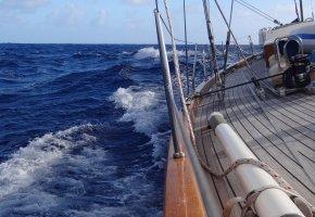 Обои яхта, путь, ветер, волны, океан