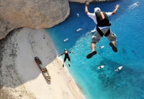 Обои Парашютизм, Extreme Sport, Парашют, Полет, Пляж, Песок, Остров, Свободное падение, Корабли, Побережье